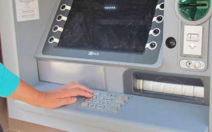 Przy wypłacaniu z bankomatów uważajmy na złodziei