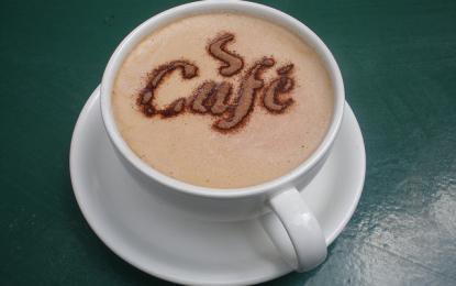 Picie kawy pomaga w pracy